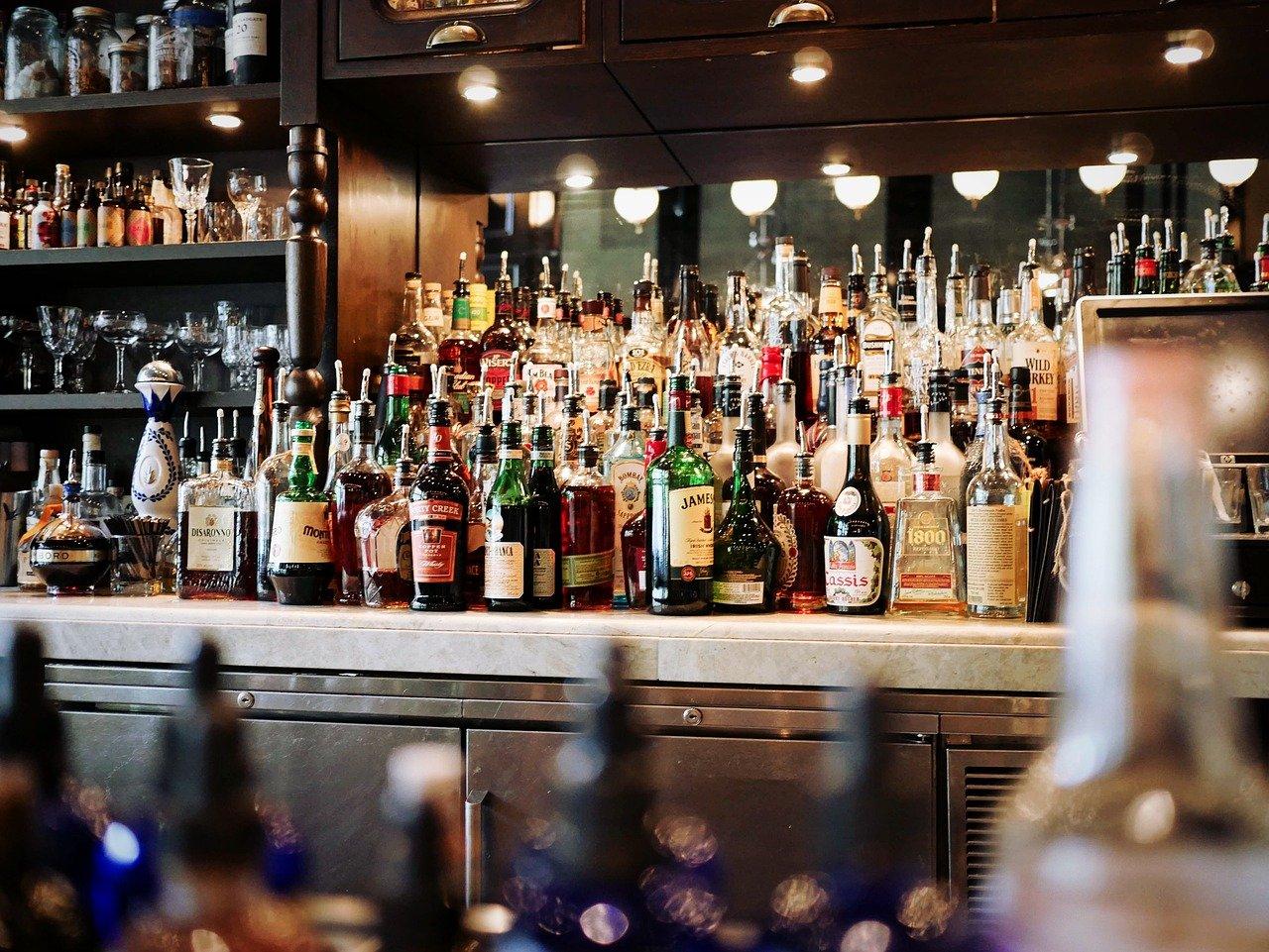 alcoholic beverages, bar, beer-1845295.jpg